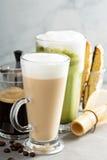 Expresso, café régulier et latte de matcha images stock