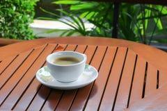 Expresso de café sur le fond en bois de plancher Photo libre de droits