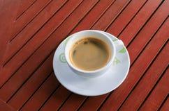 Expresso de café sur le fond en bois de plancher Image stock