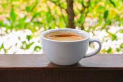 Expresso de café sur le fond en bois de plancher Images libres de droits