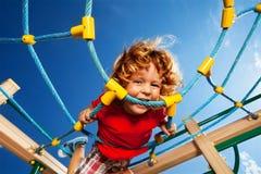 Expressão forte do menino ativo Fotografia de Stock