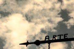 Exprima a arte feita no ferro com o céu no fundo Fotos de Stock