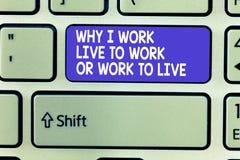 Exprima o texto da escrita porque eu trabalho Live To Work Or Work para viver Conceito do negócio para identificar as prioridades imagem de stock