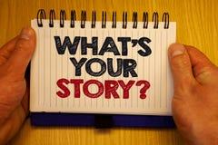 Exprima o texto da escrita o que é sua pergunta da história Conceito do negócio para pedir que alguém diga-me sobre si mesmo mens fotografia de stock royalty free