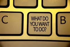 Exprima o texto da escrita o que você querem fazer a pergunta O conceito do negócio para Meditate relaxa o yello do marrom de Des foto de stock