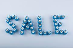 Exprima a venda feita de barris do loto com números no fundo branco Imagens de Stock Royalty Free