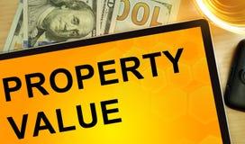 Exprime o valor da propriedade na tabuleta fotografia de stock