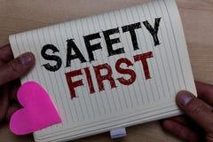 Exprimez concept d'affaires de sécurité des textes d'écriture le premier pour Avoid n'importe quel homme inutile d'attention de L photo stock