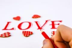 Exprimez l'amour écrit sur le livre blanc avec le crayon rouge photos libres de droits
