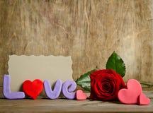 Exprimez l'amour avec la carte vide pour le texte et la rose près Photo libre de droits