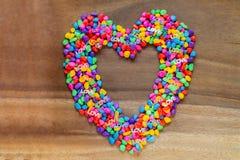 Exprimez l'amour avec le jour de valentines en forme de coeur avec la couleur de pierres Image libre de droits