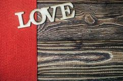 Exprimez l'amour fait de bois sur le fond en bois image stock