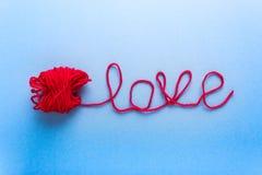 Exprimez l'amour fait de laine et boucle rouge Images libres de droits