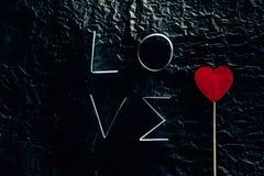Exprimez l'AMOUR fait de rayures de papier avec le coeur sur le bâton Image libre de droits