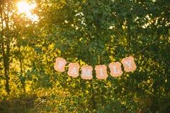 Exprimez la famille écrite sur accrocher la bannière de papier orange images libres de droits