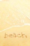 Exprimez la plage écrite dans le sable d'une plage images stock