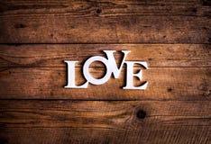 Exprimez le `` amour `` sur de vieilles planches en bois Jour du ` s de St Valentine Image libre de droits