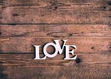 Exprimez le `` amour `` sur de vieilles planches en bois Jour du ` s de St Valentine Photographie stock