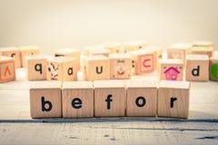 Exprimez le ` avant cubique en bois de ` sur le bois photos stock