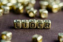 Exprimez le CHEF fait à partir de petites lettres d'or sur le backgrou brun photo libre de droits