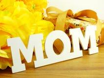 Exprimez le concept de jour de mères de bouquet de maman et de fleur des textes Photographie stock libre de droits