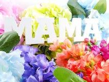 Exprimez le concept de jour de mères de bouquet de maman et de fleur des textes Image stock