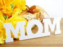 Exprimez le concept de jour de mères de bouquet de maman et de fleur des textes Photos libres de droits