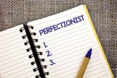 Exprimez le concept perfectionniste d'affaires des textes d'écriture pour la personne qui veut que tout soit le stylo parfait W d image stock