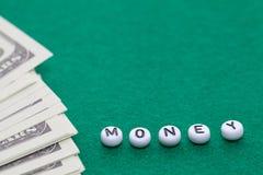 Exprimez le ` d'argent de ` avec les jetons de poker et l'argent images stock