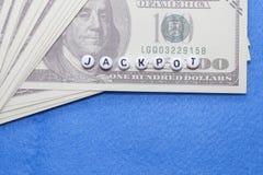 exprimez le ` du football de ` avec les jetons de poker et l'argent photos libres de droits