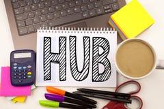 Exprimez le HUB d'écriture dans le bureau avec l'ordinateur portable, marqueur, stylo, papeterie, café Concept d'affaires pour le images libres de droits