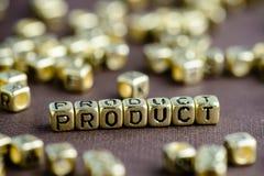 Exprimez le PRODUIT fait à partir de petites lettres d'or sur le backgro brun photographie stock libre de droits