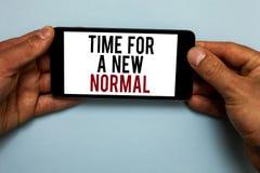 Exprimez le temps des textes d'écriture pour une nouvelle normale Le concept d'affaires pour Make un grand changement spectaculai photos libres de droits