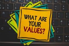 Exprimez le texte d'écriture ce qui sont votre question de valeurs Concept d'affaires pour interroger quelqu'un au sujet de sa co image stock
