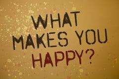 Exprimez le texte d'écriture ce qui te fait la question heureuse Le concept d'affaires pour le bonheur vient avec l'amour et les  Photo libre de droits