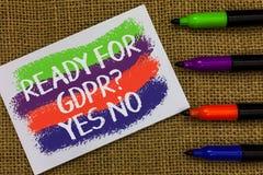 Exprimez le texte d'écriture prêt pour la question de Gdpr oui aucune Concept d'affaires pour les vagues colorées réglementaires  images libres de droits