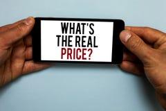 Exprimez le texte d'écriture quel s est la question de prix en données constantes Concept d'affaires pour la valeur réelle Give d photos libres de droits