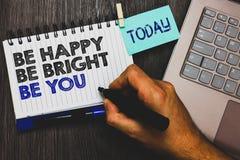 Exprimez le texte d'écriture soit heureux soit lumineux soit vous Le concept d'affaires pour la bonne attitude de confiance en so photographie stock libre de droits