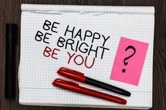 Exprimez le texte d'écriture soit heureux soit lumineux soit vous Le concept d'affaires pour la bonne attitude de confiance en so photo stock