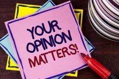 Exprimez le texte d'écriture votre appel de motivation de sujets d'opinion Le concept d'affaires pour des commentaires de rétroac photos stock