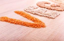 Exprimez le Vegan fait de lentilles, sarrasin, haricots, riz et pois chiches photo stock