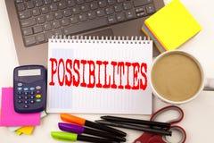 Exprimez les possibilités d'écriture dans le bureau avec l'ordinateur portable, marqueur, stylo, papeterie, café Concept d'affair image stock