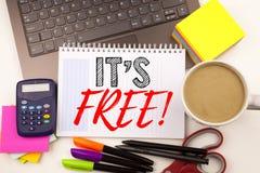 Exprimez lui écrire le ` s ici dans le bureau avec l'ordinateur portable, marqueur, stylo, papeterie, café Concept d'affaires pou images libres de droits