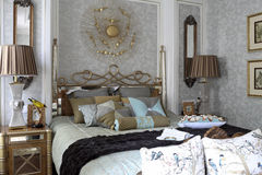 Exquisite luxurious bedroom in natural light Royalty Free Stock Photography
