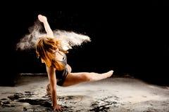 粉末舞蹈家exressive运动 免版税库存图片