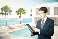 Extérieur d'homme d'affaires et d'hôtel Photographie stock libre de droits
