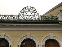 Extérieur d'une synagogue avec David Star Photos stock