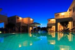 Extérieur d'une villa luxueuse à la station de vacances grecque Photos libres de droits