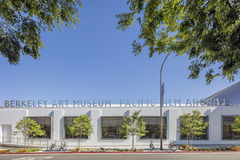 Extérieur de Berkeley Art Museum et des archives Pacifiques de film photographie stock