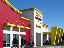 Extérieur de dans-N- l'hamburger Photos stock